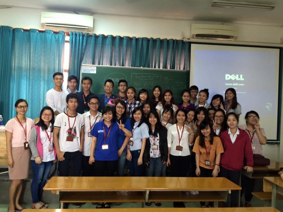 Photo: Luật sư Nguyễn Tiến Hoà giảng dạy tại đại học ngoại thương