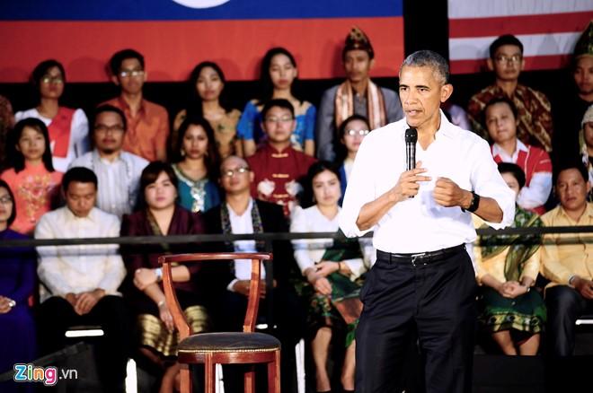 Tổng thống Obama giao lưu cùng đại biểu thanh niên các nước ASEAN chiều ngày 7/9 tại Lào. Ảnh: C.T.