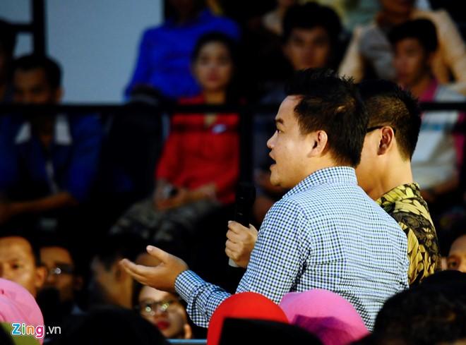 Phạm Duy Khương đặt câu hỏi cho Tổng thống Obama. Ảnh: C.T.