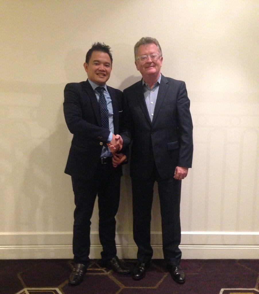 Luật sư Phạm Duy Khương cùng đại biểu dự hội nghị
