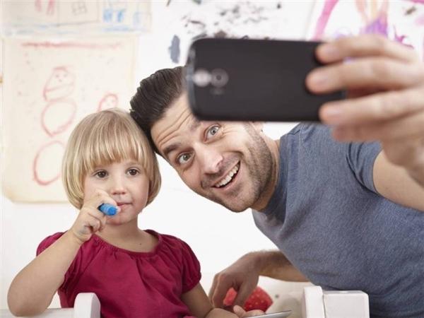 Đăng hình trẻ em lên Facebook khi không có sự đồng ý của trẻ, có vi phạm pháp luật?