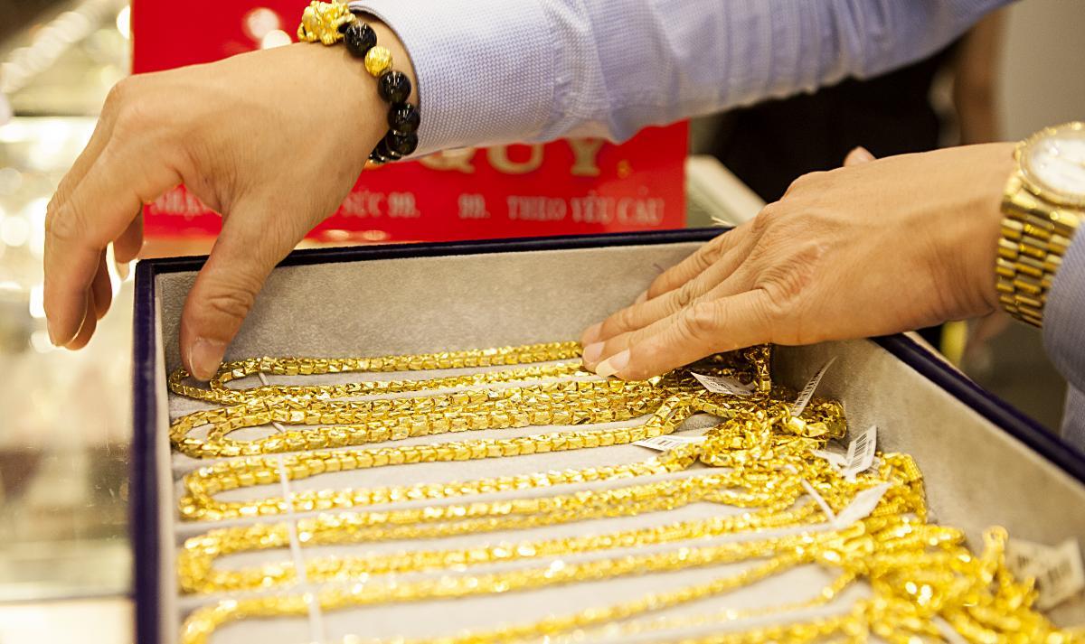 Có nhượng quyền thương mại được với vàng bạc, đá quý không?