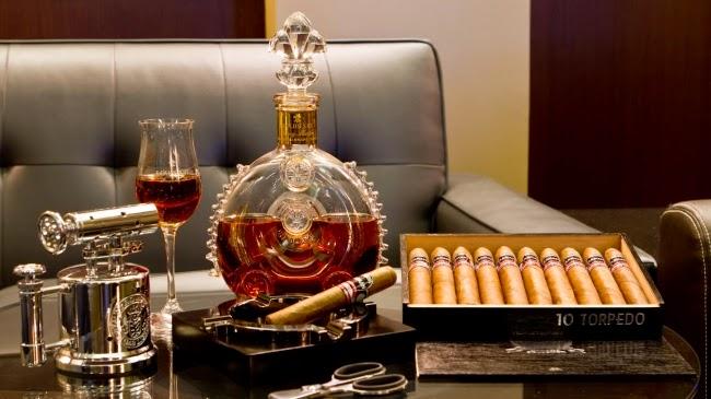 Thắt chặt quy định hàng xách tay đối với rượu, xì gà