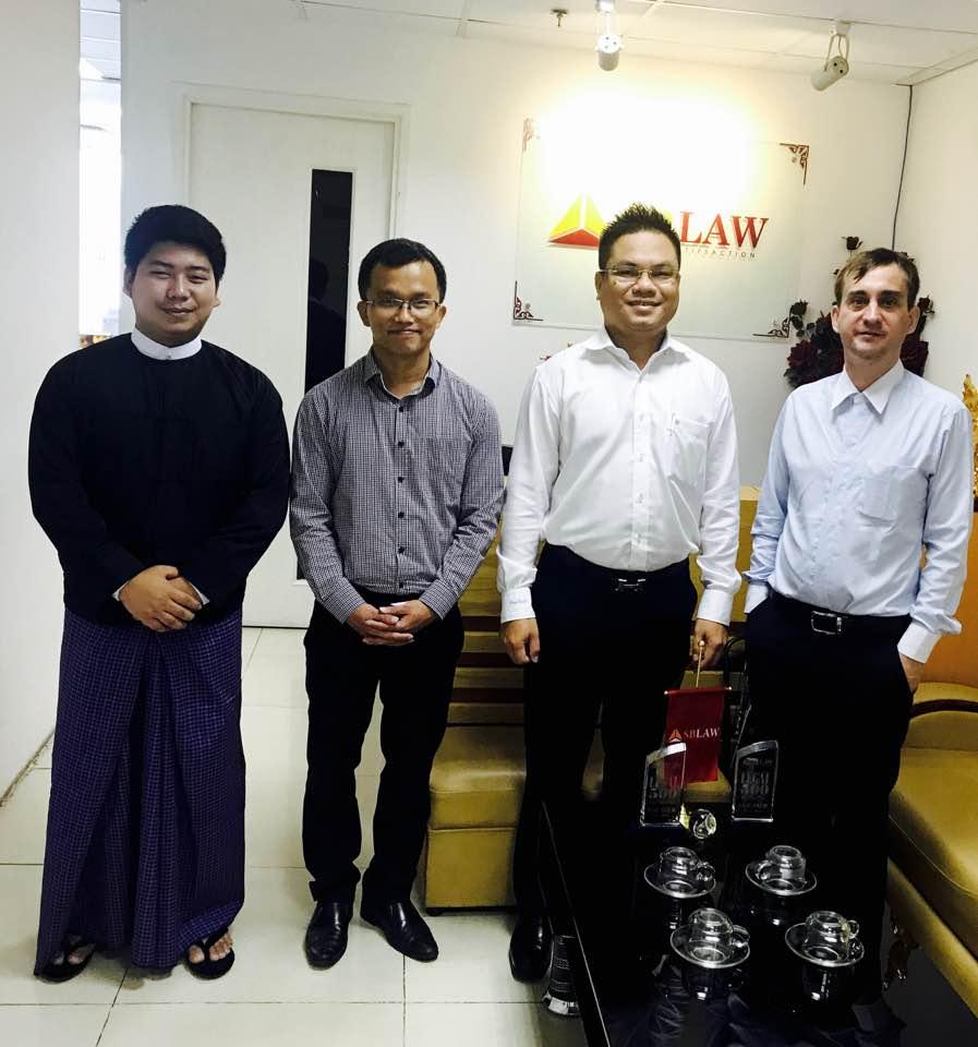 Gặp gỡ luật sư quốc tế tới từ Myanmar.