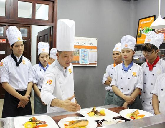 Tư vấn xin giấy phép lao động tại Việt Nam cho đầu bếp nước ngoài