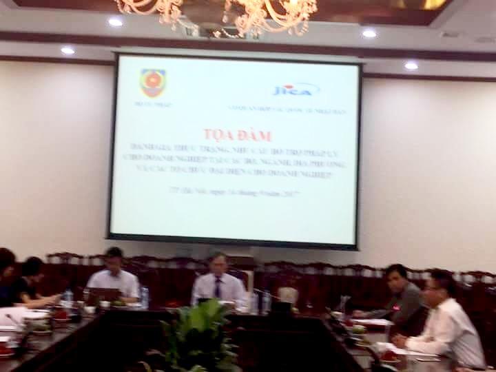 Luật sư Nguyễn Thanh Hà trình bày tại hội thảo