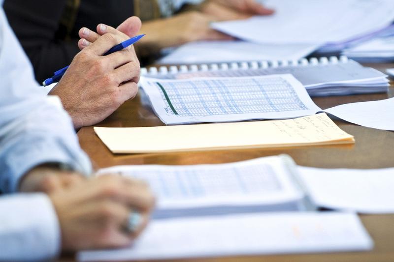 Công ty kiểm toán có được góp vốn vào doanh nghiệp hoạt động trong lĩnh vực giáo dục không?