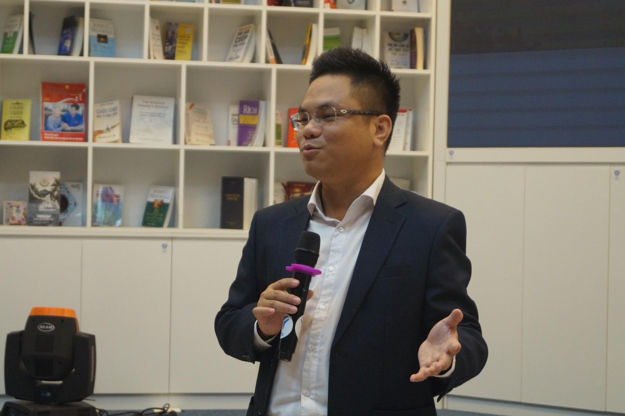 Luật sư Nguyễn Thanh Hà và Trần Trung Kiên tham gia đào tạo cho doanh nghiệp khởi nghiệp