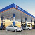 Giá bán lẻ xăng dầu là giá do nhà nước quy định-SBLAW