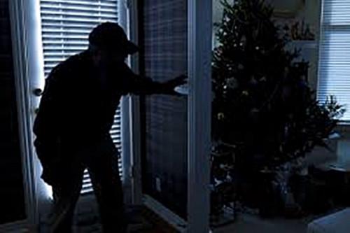 Đánh trộm gây thương tích, có bị xử lý hình sự không?