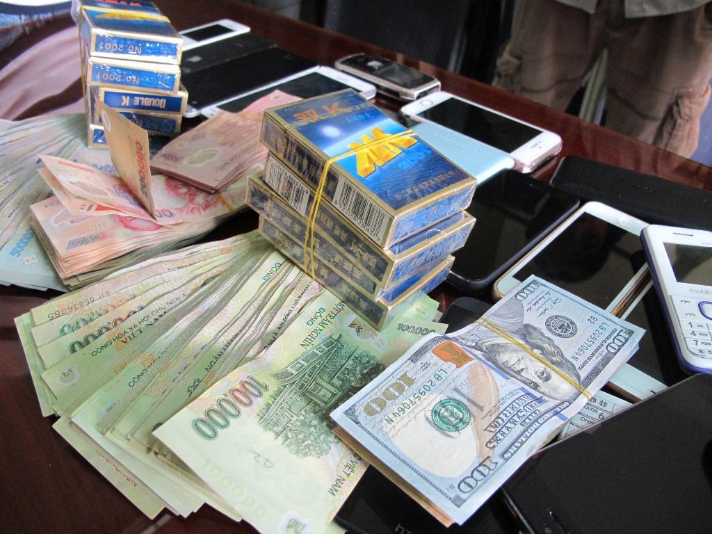 Có được tạm hoãn HĐLĐ khi NLĐ bị tạm giữ vì tội đánh bạc?