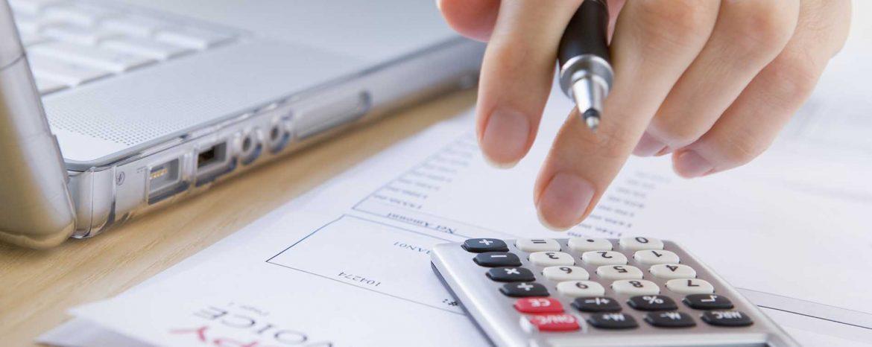 Tiền vé máy bay hàng tháng cấp cho NLĐ có được tính vào thu nhập chịu thuế TNCN không?