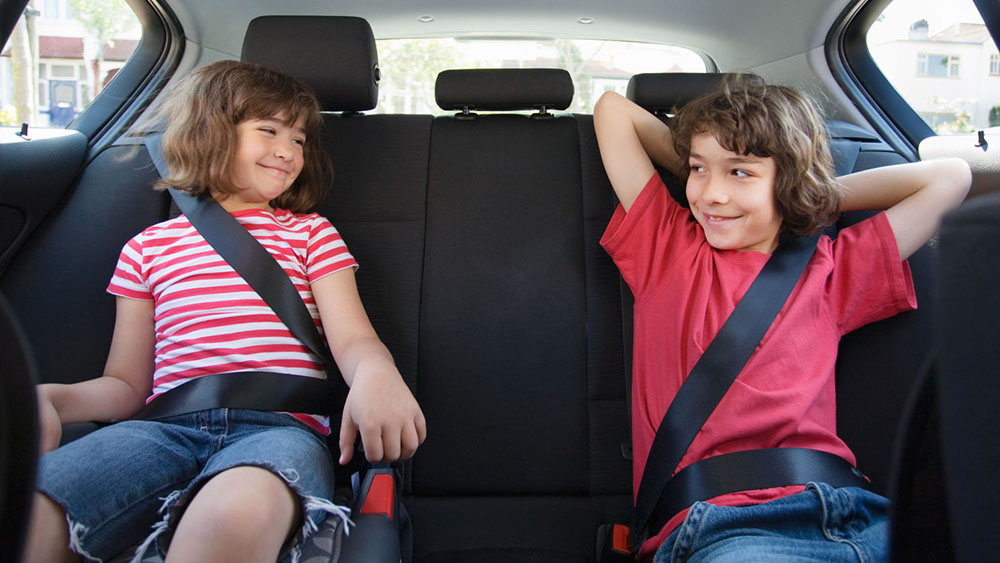 Từ 01/01/2018, phạt người ngồi hàng ghế sau ôtô không thắt dây an toàn