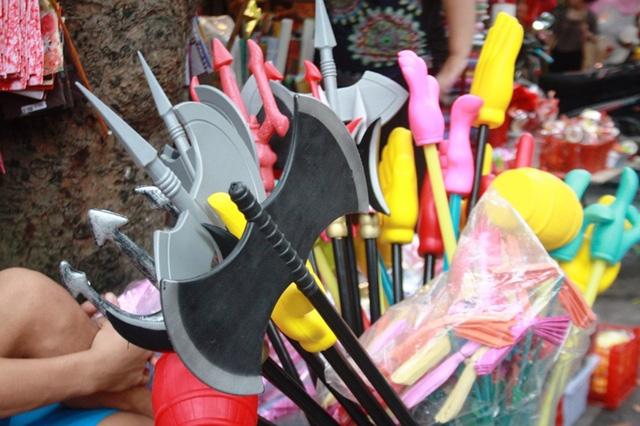 Kinh doanh đồ chơi bạo lực có thể bị phạt tới 100 triệu đồng