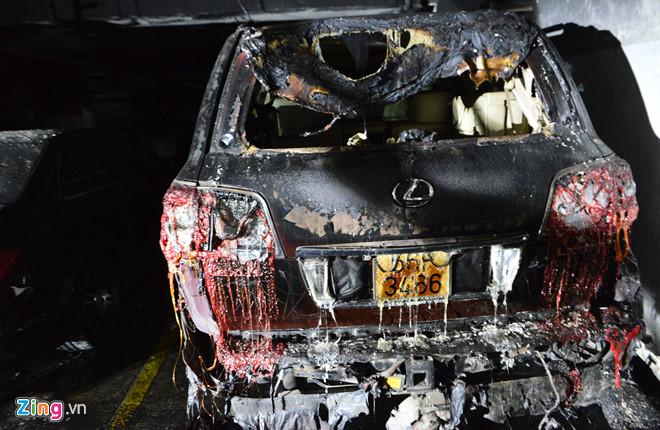 Ai đền bù ôtô, xe máy cháy rụi dưới hầm chung cư Carina Plaza?