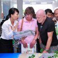 Người nước ngoài muốn cư trú tại Việt Nam thì phải làm gì-sblaw
