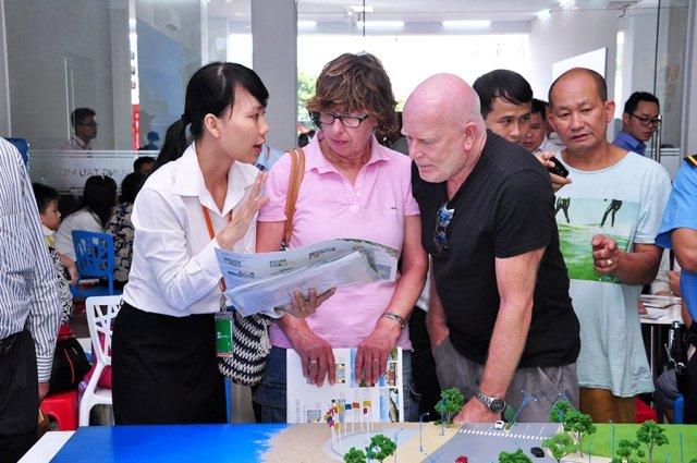 Người nước ngoài muốn cư trú tại Việt Nam thì phải làm gì?