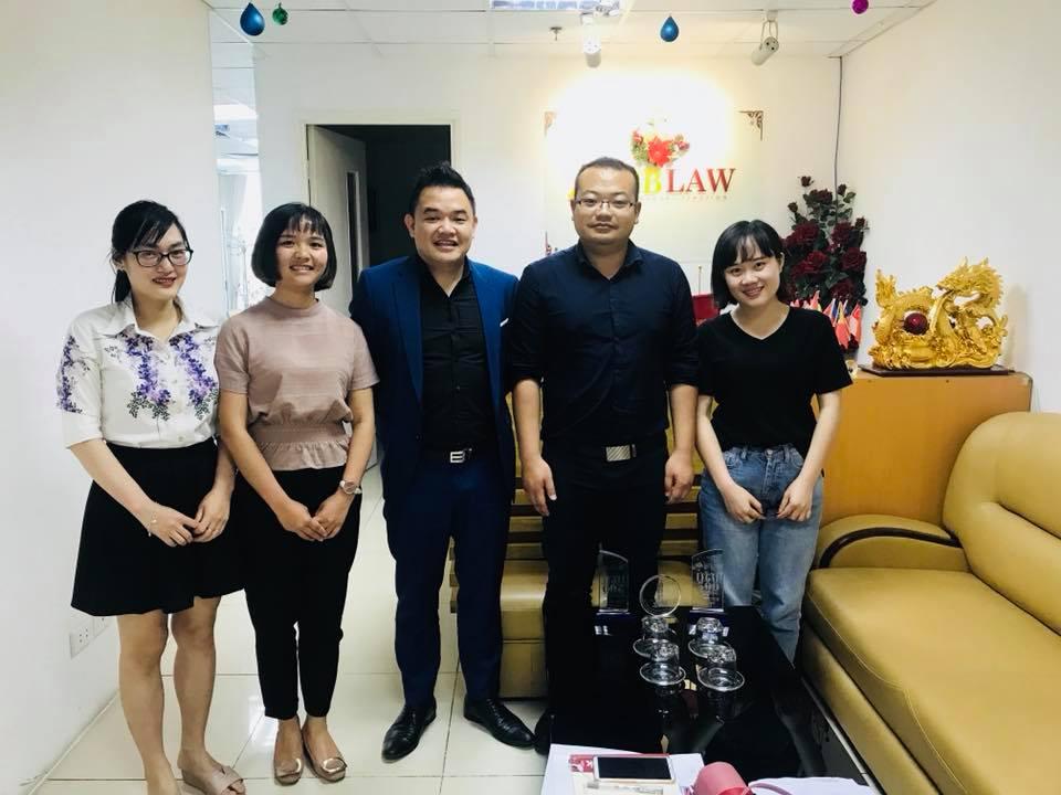 Luật sư Phạm Duy Khương làm việc với đại diện tập đoàn Lifan