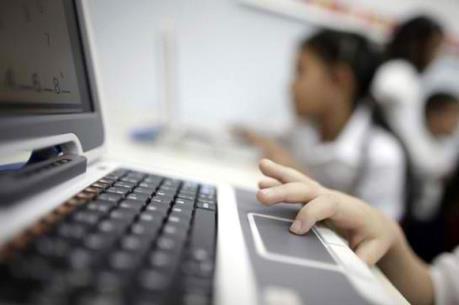 Bảo vệ trẻ em trên môi trường internet
