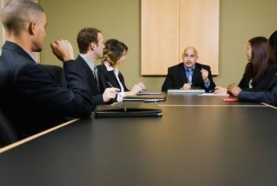 Thành viên hợp danh bị chấm dứt tư cách thành viên trong trường hợp nào?