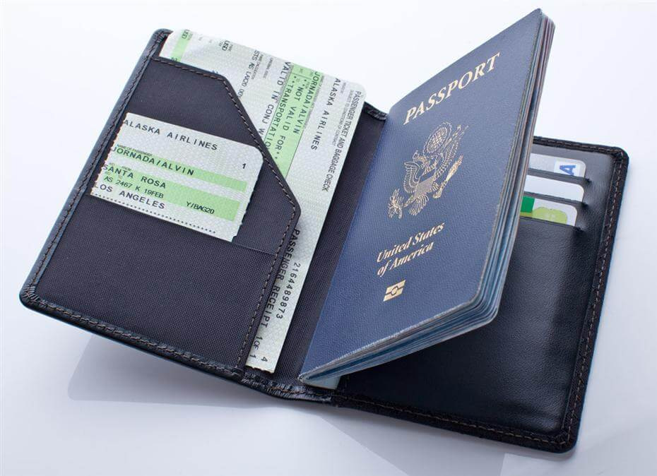 Xin được 2 quốc tịch thì khi vào VN phải dùng hộ chiếu nào?