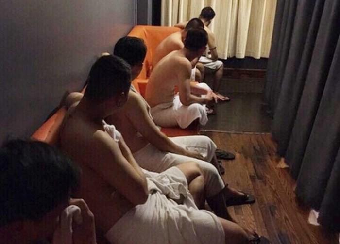 """Nhức nhối những """"động"""" mại dâm nam quan hệ đồng tính"""