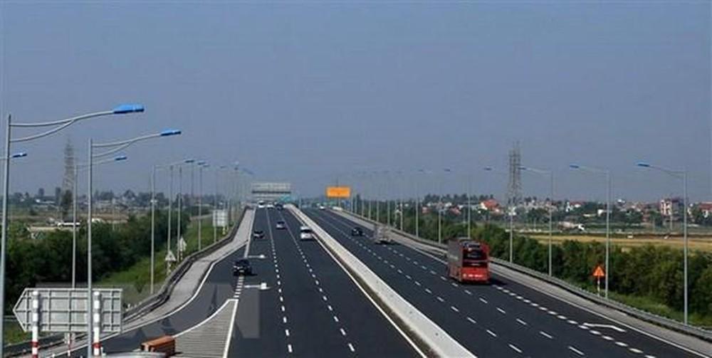 Đối tượng ném đá xe ô tô trên đường cao tốc Hạ Long- Hải Phòng có bị xử lý hình sự?