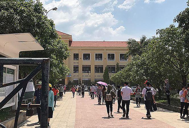 Thi lại Ngữ văn lớp 10 ở Quảng Bình: TS Hoàng Ngọc Vinh nói gì?