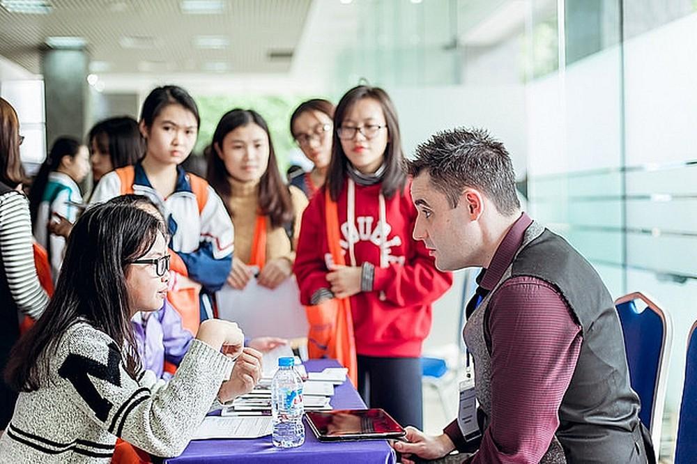 Liên kết đào tạo với nước ngoài trình độ đại học, thạc sĩ, tiến sĩ theo hình thức trực tuyến và hình thức trực tiếp kết hợp trực tuyến