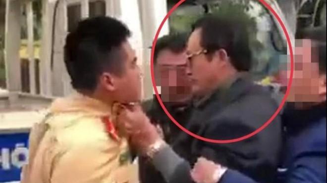 Ý kiến của Luật sư về vụ Chi cục trưởng Dân số Tuyên Quang túm áo, tát CSGT?