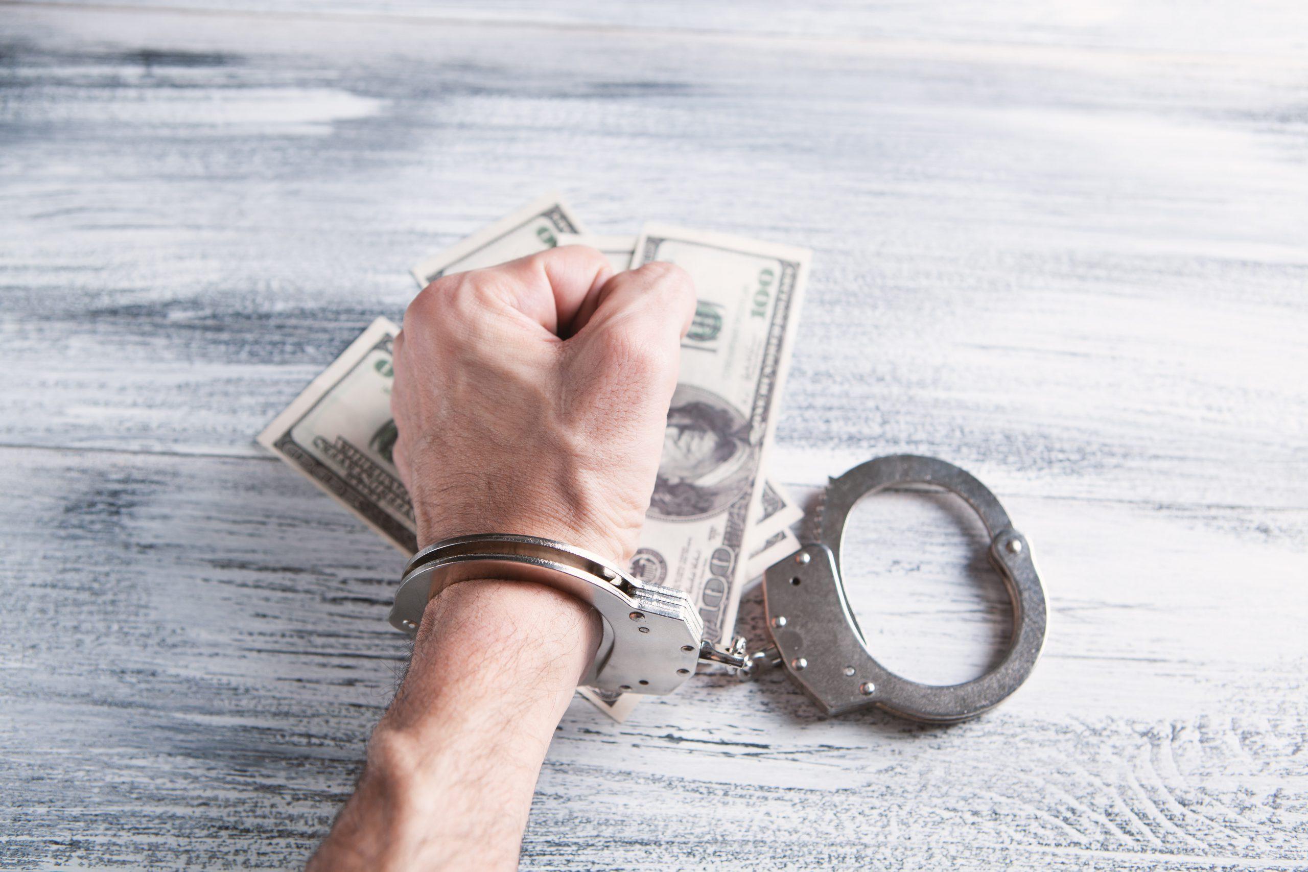 Quy định pháp luật hiện hành đối với hành vi rửa tiền?